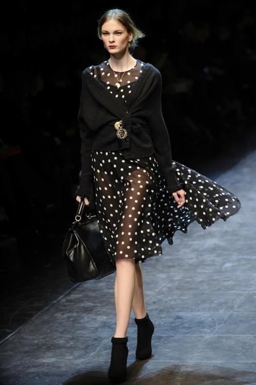 Dolce-Gabbana-afirmam-que-a-tendência-Clássico-Nova-Década-revela-se-através-de-transparências-Domínio-da-Moda