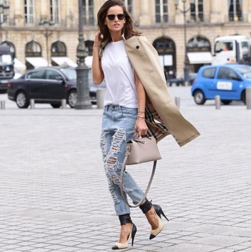 la-modella-mafia-2014-models-off-duty-street-style-Izabel-Goulart-in-a-Burberry-trench-coat-and-Isabel-Marant-pumps