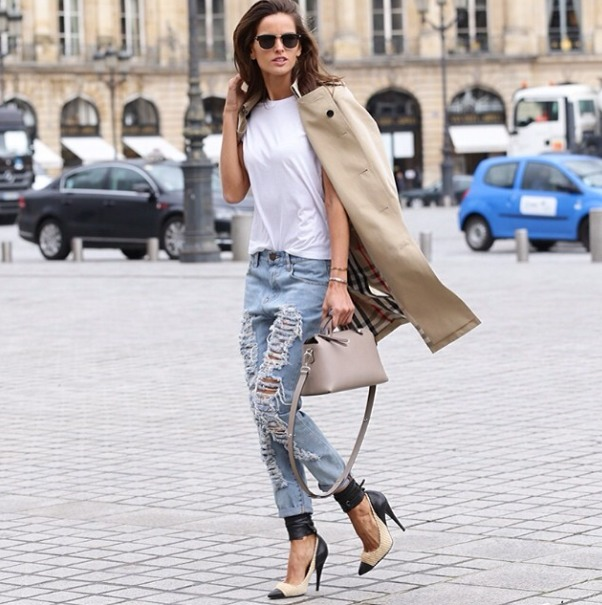 la-modella-mafia-2014-models-off-duty-street-style-Izabel-Goulart-in-a-Burberry-trench-coat-and-Isabel-Marant-pumps